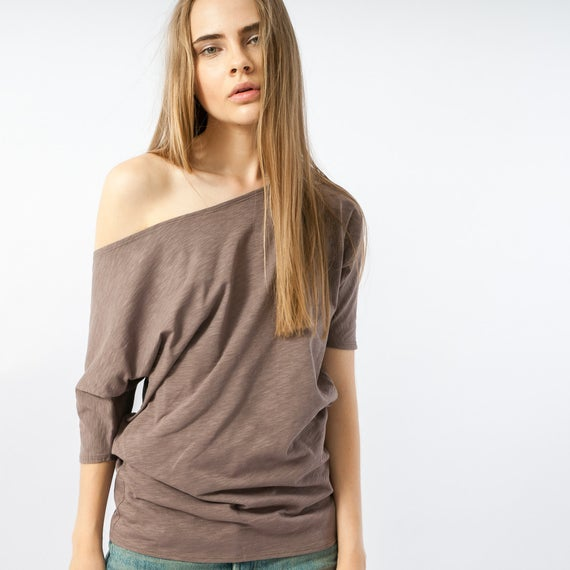 What Is the Right Types of Off Shoulder Shirt Outfits?